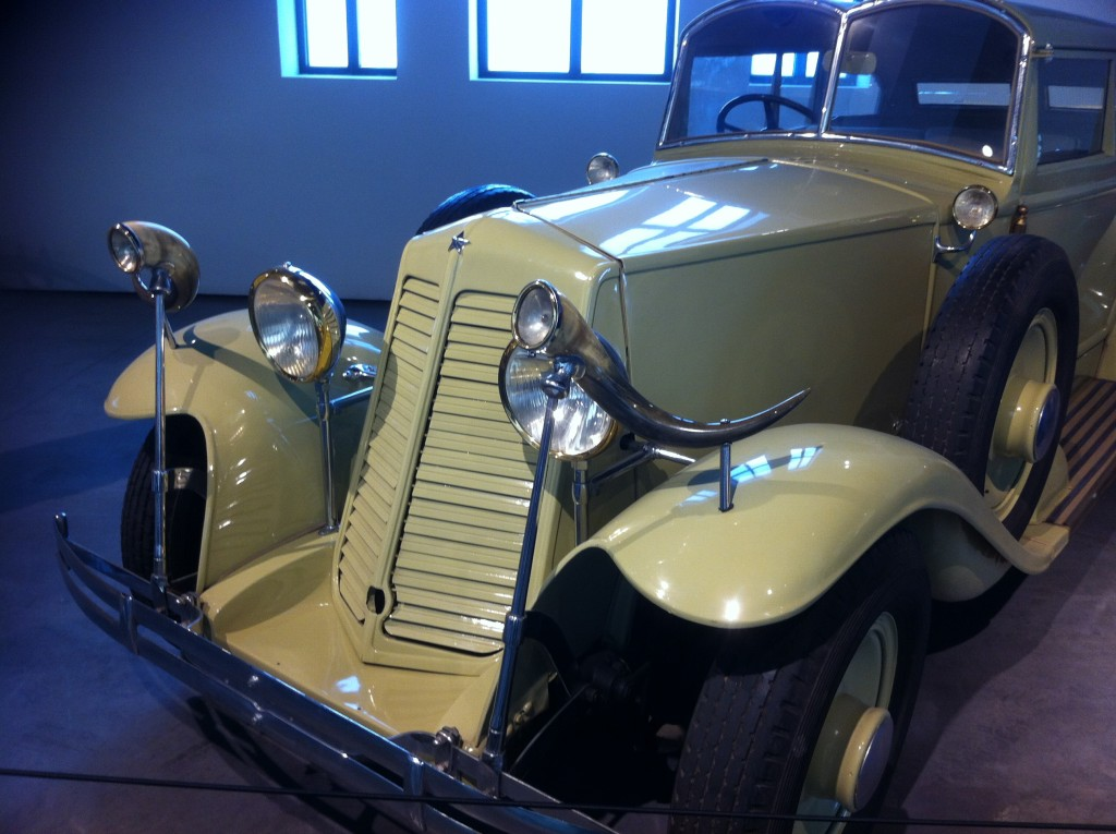Renault (Fr.) 1930,  8 cy 24 hp, 4200 cc. It was ordered as a hunting car by THE Mr. Astor.
