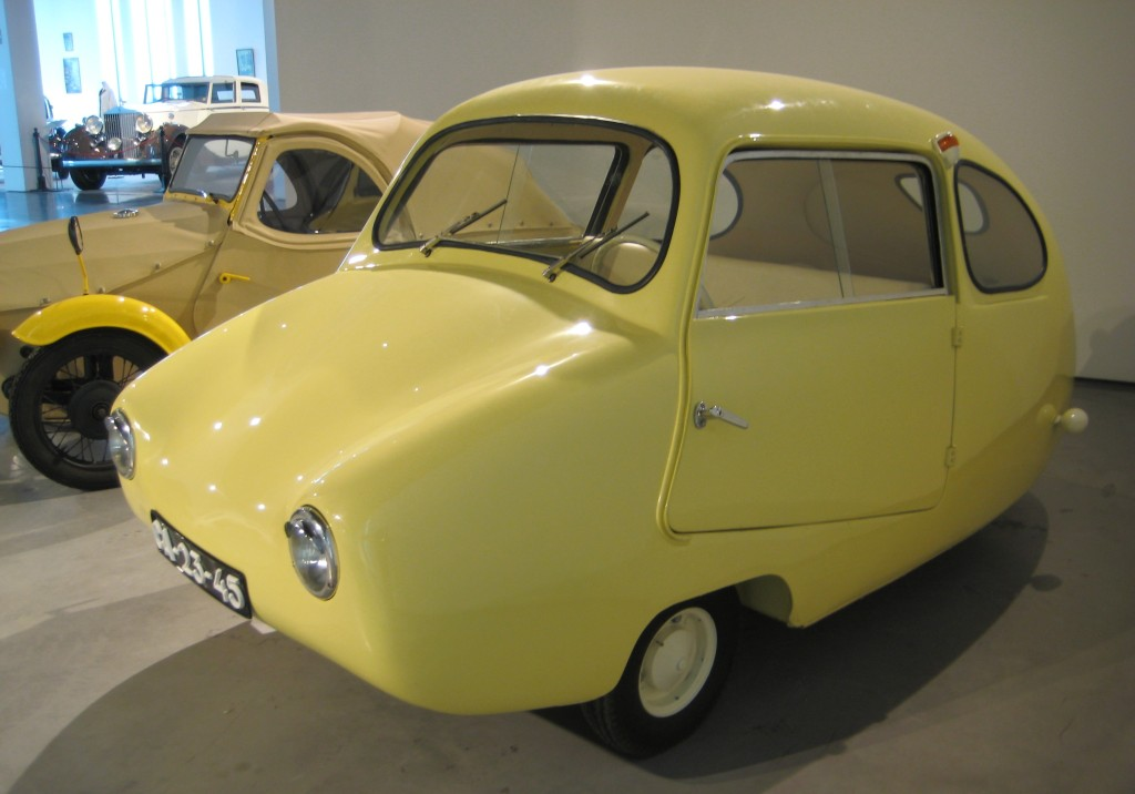"""The Egg"" - Fulda mobile (Alemannic) 1955, 1 cy, 9 hp, 200cc.  Very cute 3 wheeler."